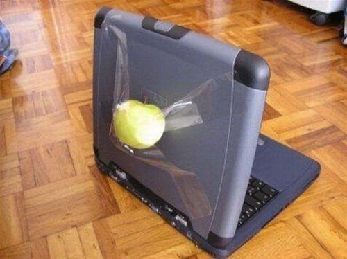 Diseño 3d de un portátil Mac gris