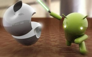 Android pelando una apple, pelea android e iphone
